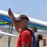 Davis checks the wind speed - Дэвис проверяет скорость ветра