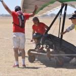Pilot needs a lot of help in a strong wind - Пилоту нужны помощники в сильный ветер