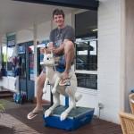 Anton saddles a kangaroo - Антон оседлал кенгуру