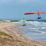 Gerolf following me at 13th Beach - Герольф летит за мной на 13-м пляже