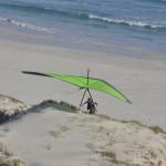 I am carrying glider up the dune after bombing out - Затаскиваю крыло на дюну после непреднамеренной посадки