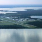 Leesburg airport (KLEE) surrounded by lakes ~ Аэропорт Лисбурга, окруженный озерами