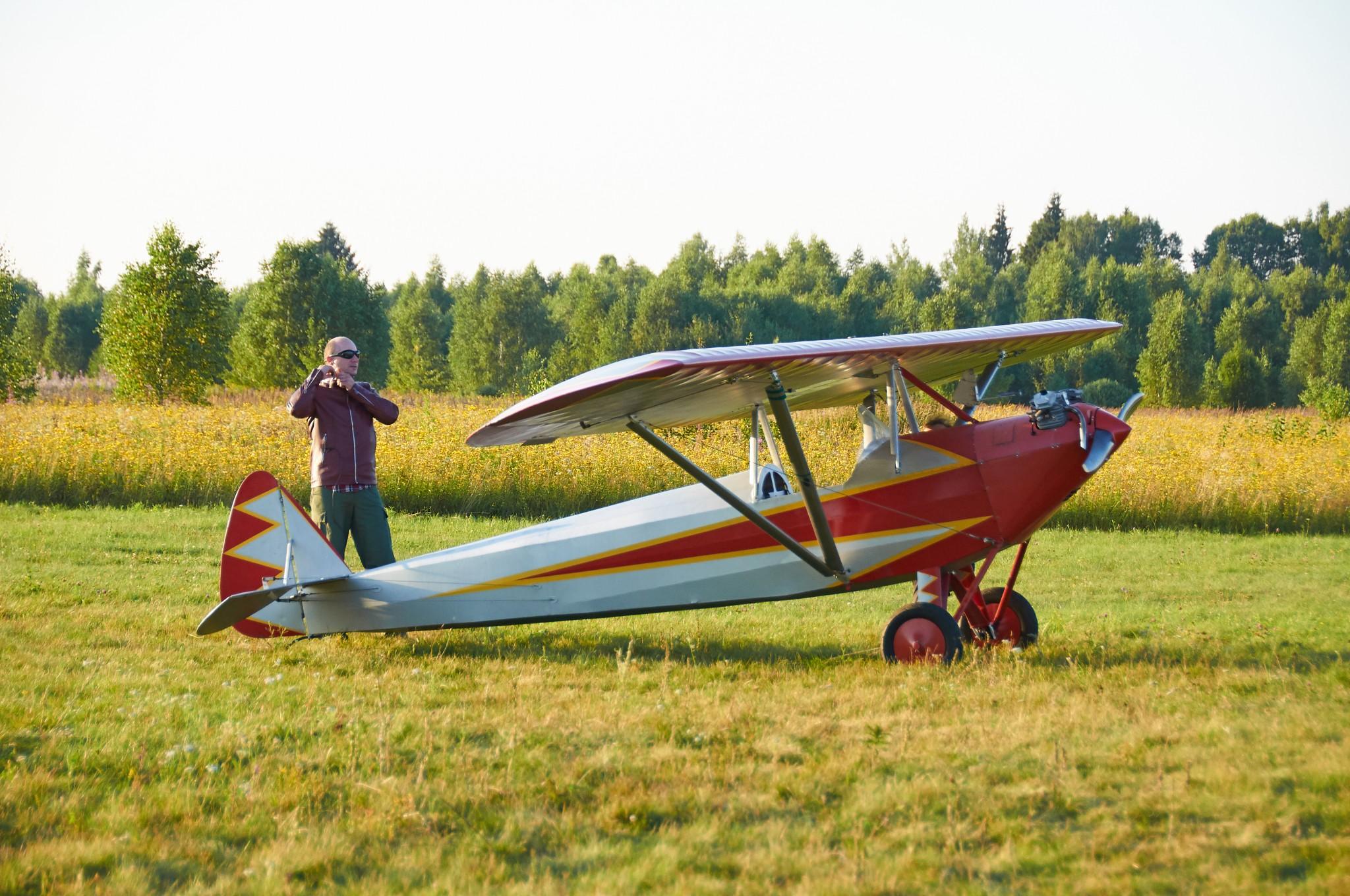 Andrey Yakovlev, pilot and owner of this Parasol ~ Андрей Яковлев, пилот и владелец Парасольки